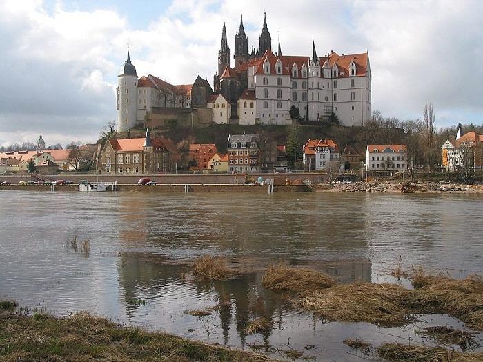 Замок Альбрехтсбург — место расположения первой фарфоровой мануфактуры (1710—1863)