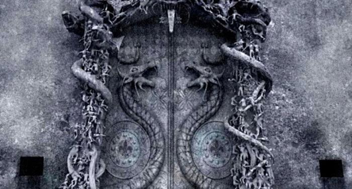 Ворота с кобрами, охраняющие вход в сокровищницу