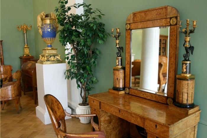Комплект мебели из карельской березы. Эрмитаж