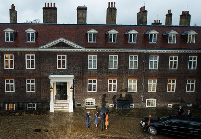 Кенсингтонский дворец. Герцог и герцогиня Кембриджские встречают Барака и Мишель Обаму возле своего дома