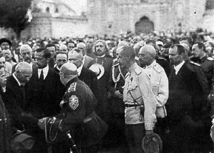Встреча Май-Маевского в Киеве, 1919 г.,  позади Бредов Н.Э. и Юзефович Я.Д. Сентябрь 1919 г.