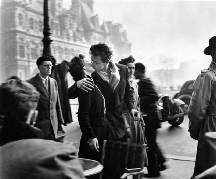 «Поцелуй у парижской мэрии» Робер Дуано 1950
