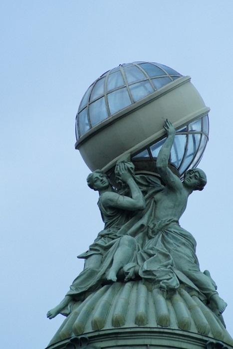 Шар-глобус на башне