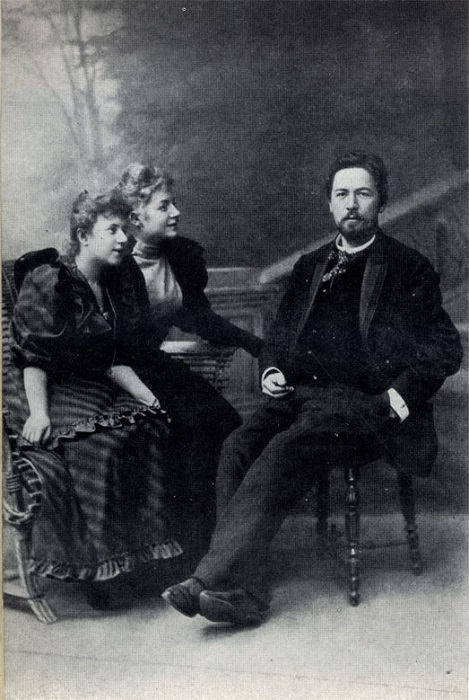 Антон ЧеÑов с поклонницами