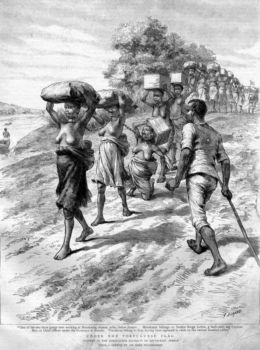 Колонна скованных между собой африканских рабынь с грузом на головах под охраной пеших работорговцев (Восточная Африка, 1891 год)