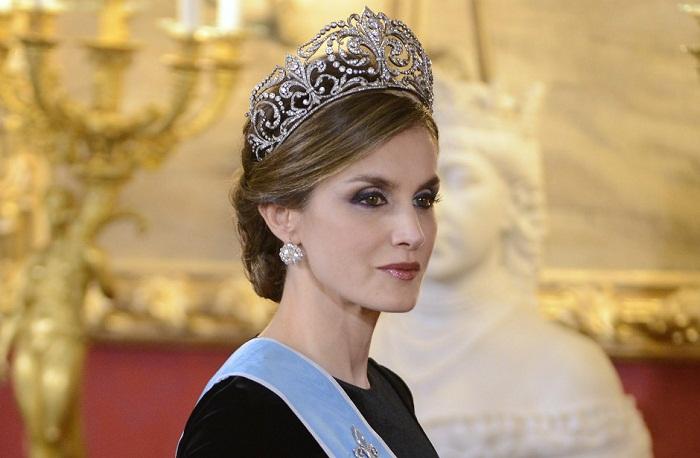 Королева Испании Летиция в знаменитой геральдической тиаре «Флер де Лис», или La Buena