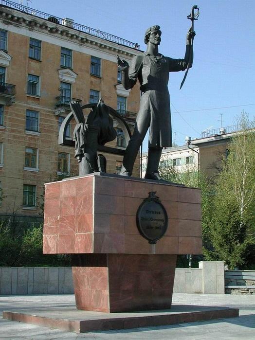 Памятник Бушуеву И.Н. в г. Златоусте, скульптор В. П. Жариков
