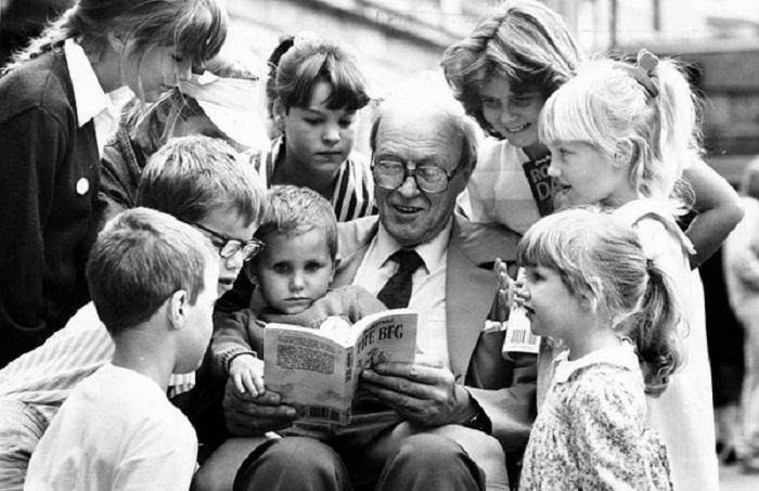 Роальд Даль читает детям свои сказки