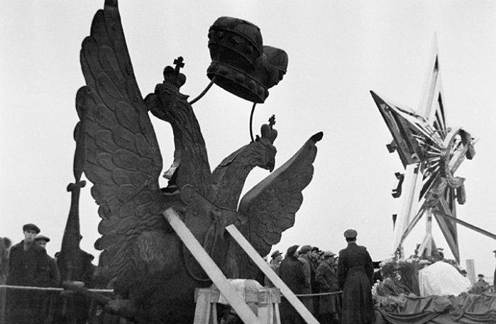 Звезды вместо орлов: Как большевики меняли символы  на башнях Московского Кремля