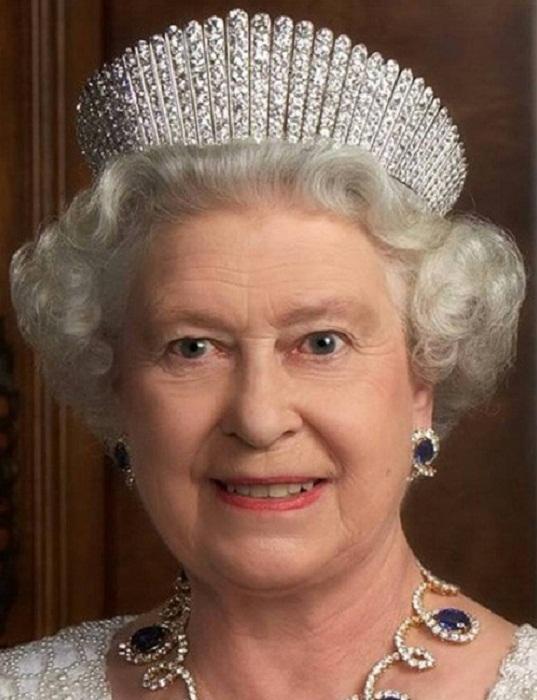 Королева Елизавета II в тиаре-кокошнике