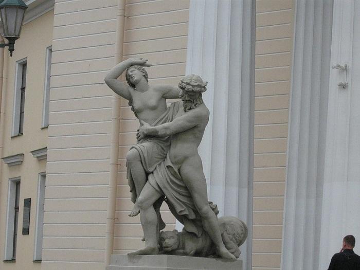 Скульптура «Похищение Прозерпины Плутоном». Горный институт