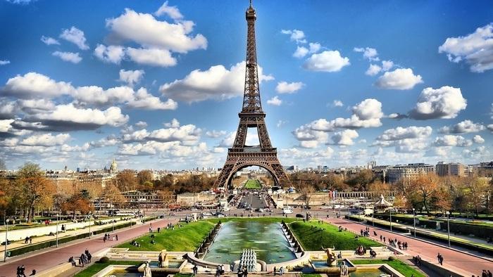 Парижская красавица <br>Эйфелева башня