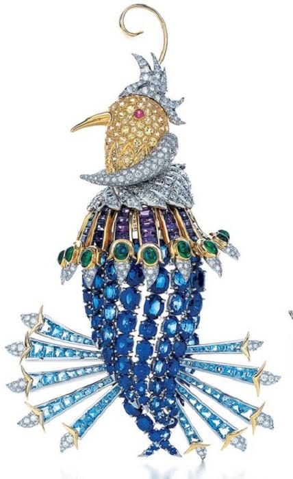 Брошь «Oiseau de Paradis» (Райская птичка). Платина, золото. Аквамарины, изумруды, аметисты, сапфиры и бриллианты