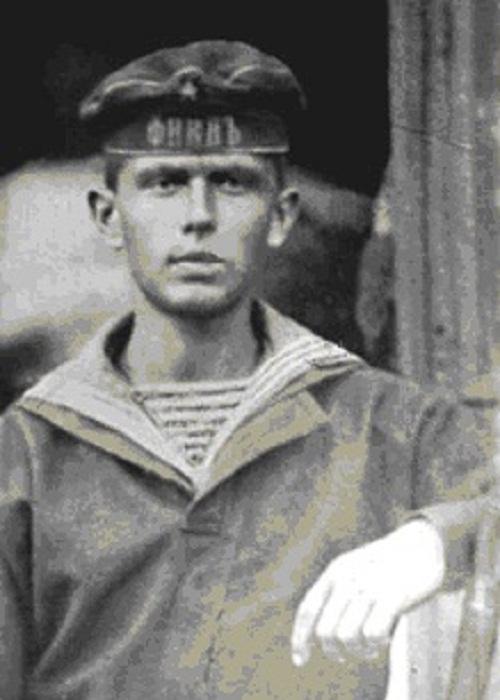 Во время службы на море