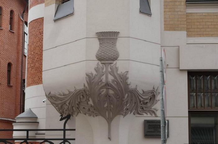 Чертополох, как элемент декора здания
