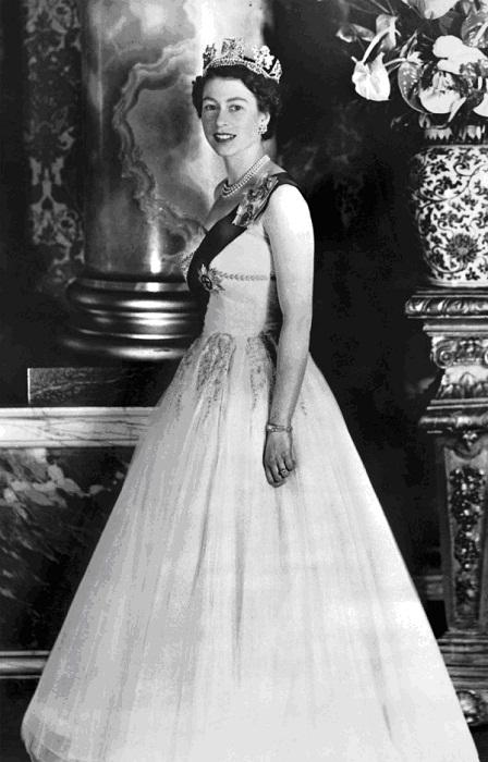 Елизавета II в диадеме Георга IV