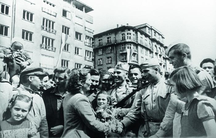 Советские солдаты в Болгарии. /Фото: историк.рф