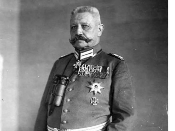 Пауль фон Гинденбург под давлением передал власть Гитлеру. /Фото: deadbees.net