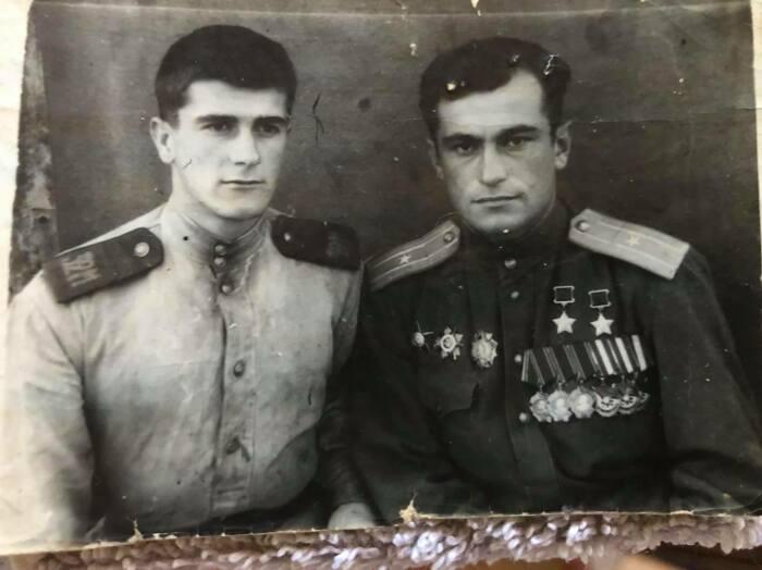 Амет-Хан с братом, подвергшимся крымско-татарским репрессиям. /Фото: avdet.org