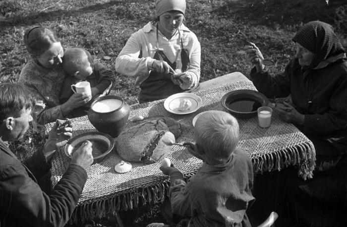 В будни крестьяне ели из глиняной или деревянной посуды. /Фото: files.vm.ru
