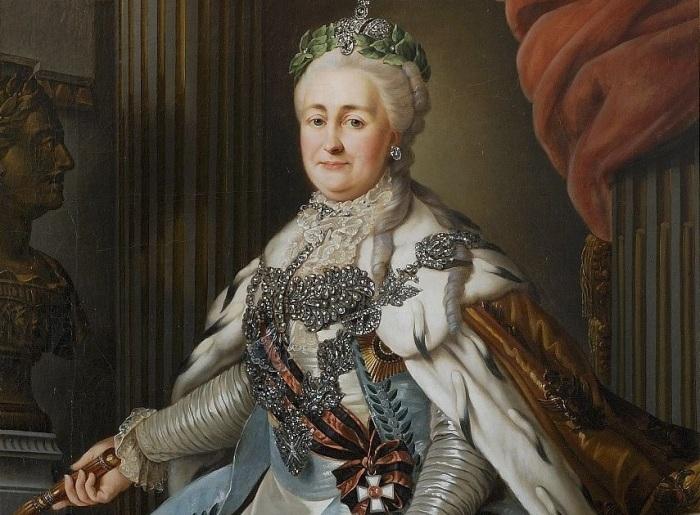 Екатерина II была полной женщиной, но старалась скрывать это с помощью одежды. /Фото: static6.smi2.net