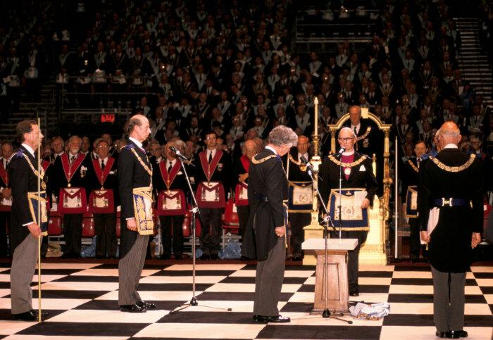 Заседание масонской ложи в Англии. /Фото: cdn.britannica.com