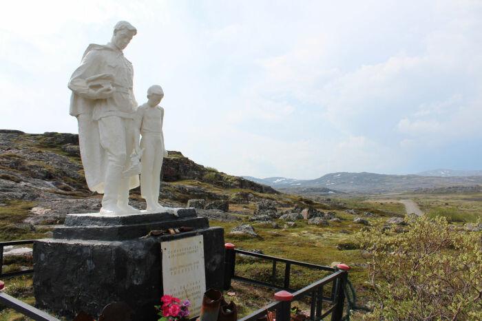 Мемориал защитникам Рыбачьего. /Фото: s2.files.enjourney.ru