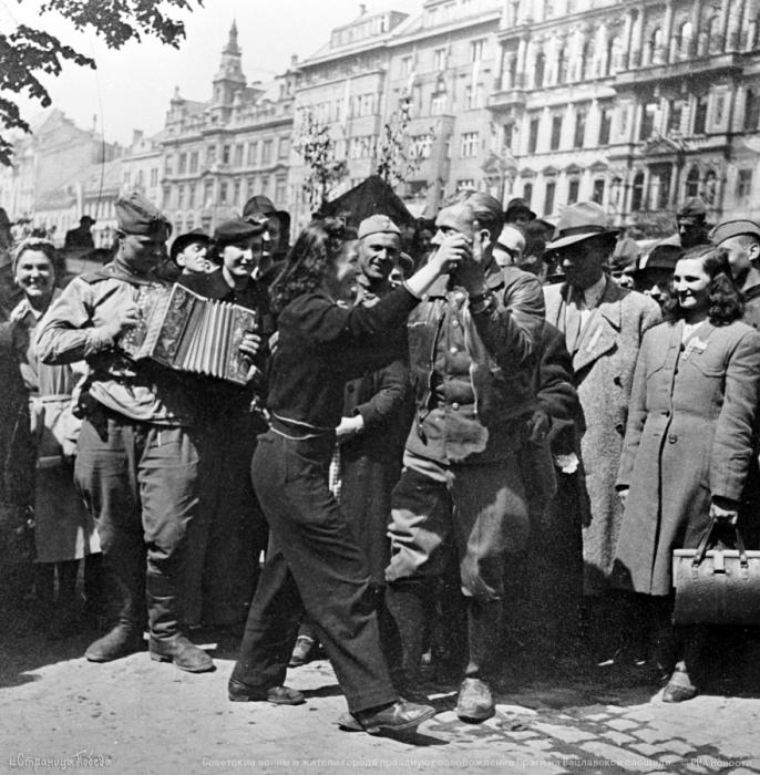 Прага, 9 мая 1945-го. /Фото: pbs.twimg.com