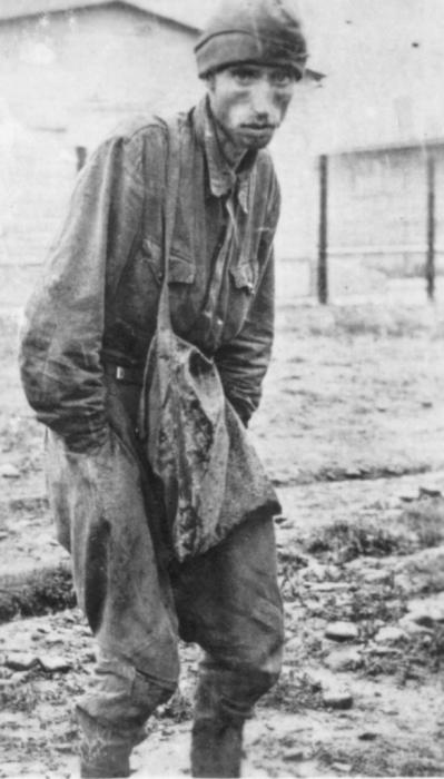 Советский военнопленный в концлагере «Шталаг XVIIIA». / Фото:photochronograph.ru.