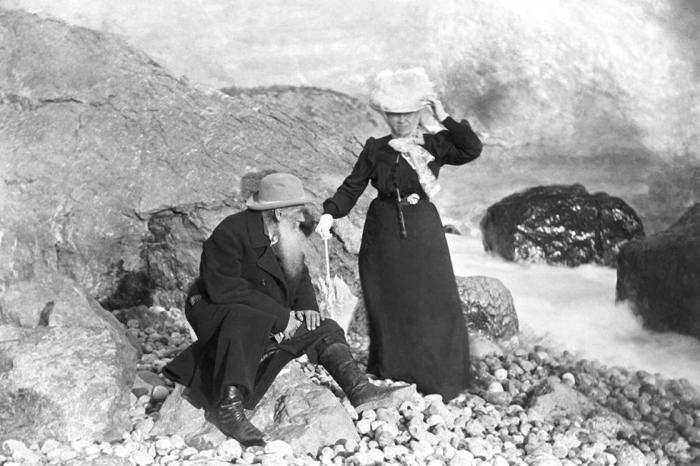 Лев Толстой с женой в Крыму