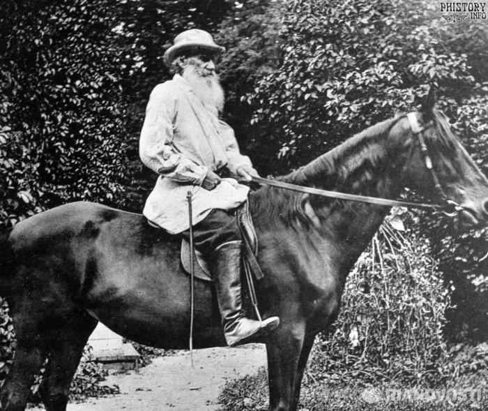 Толстой на лошади