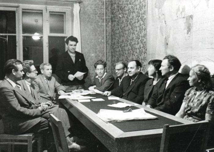 Так обычно выглядели заседания партийных комитетов. /Фото: dealpics.ru