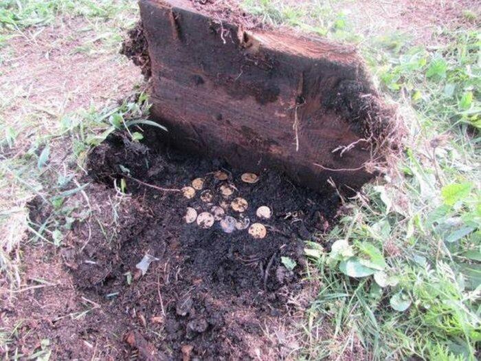 Крестьяне часто делали в земле «схроны» на черный день. /Фото: ribalych.ru