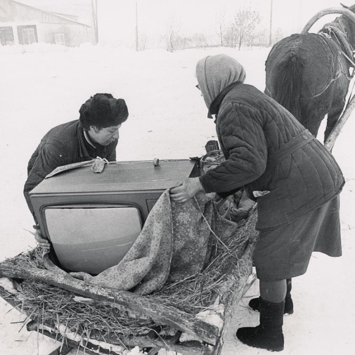 За телевизор порой приходилось побороться. /Фото: kiosk-plus.ru