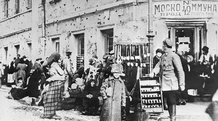 Временному правительству после Февральской революции было не до жуликов и грабителей: нужно было в срочном порядке разбираться с голодом, бороться с анархией и решать проблемы на фронтах Первой мировой./Фото: cdni.rt.com