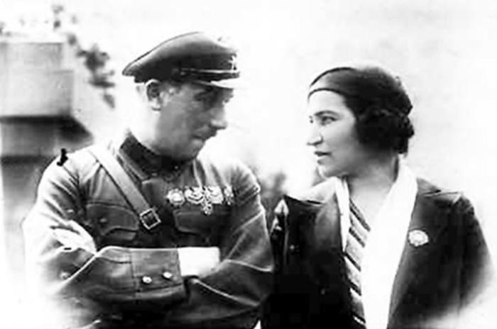 Генрих Ягода с супругой. /Фото: yarwiki.ru
