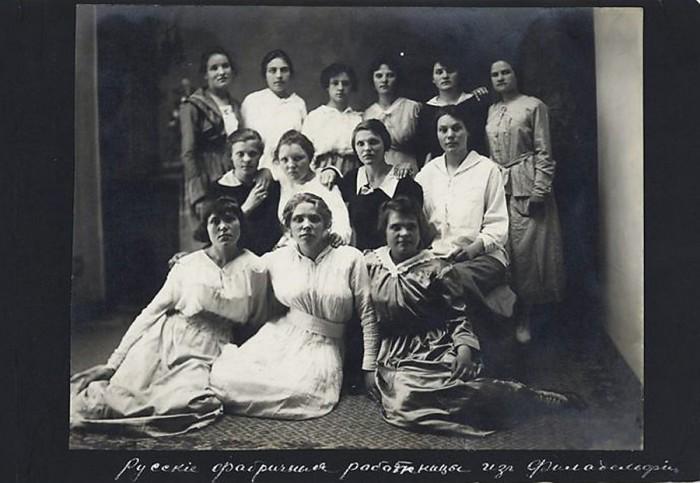 Русские фабричные работницы из Филадельфии./Фото: ic.pics.livejournal.com