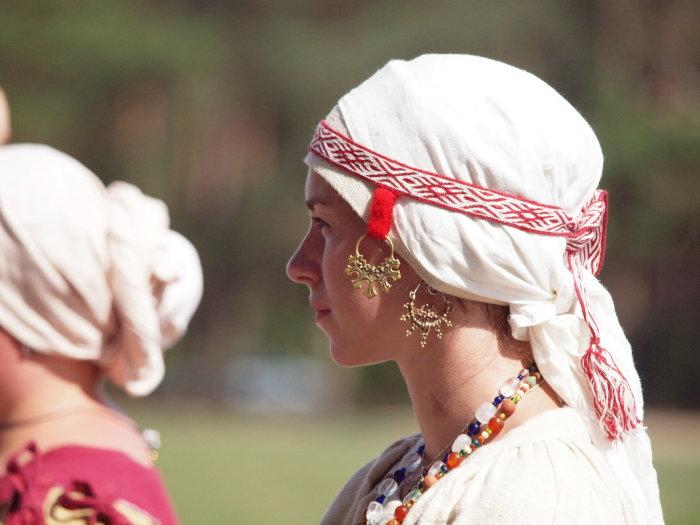 Височные кольца - типичное женское украшение вятичей./Фото: s2.fotokto.ru