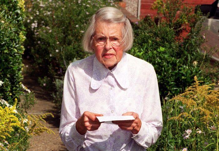 Шпионка выглядела как простая домохозяйка и ничем не отличалась от других британских миссис./Фото: assets.bwbx.io