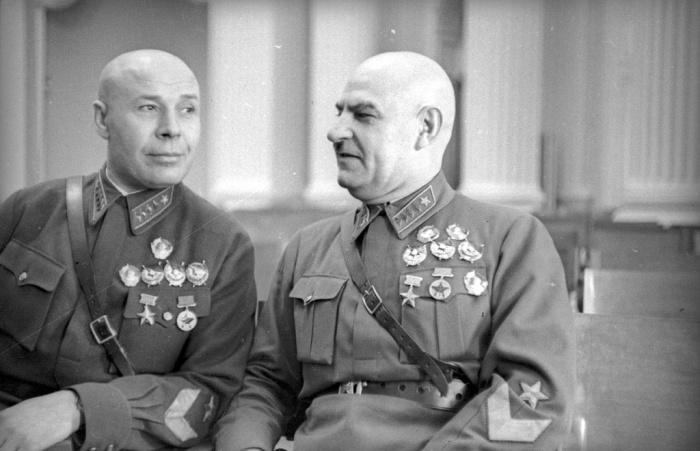 Григорий Кулик с маршалом Семёном Тимошенко./Фото: 187011.selcdn.ru