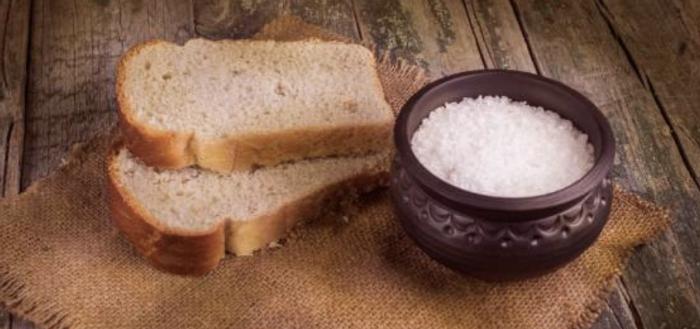 Старообрядцам не разрешалось макать хлеб в соль. /Фото: nile-river-connections.com