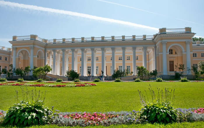 Есть версия, что Николай II и Ахматова познакомились в парке царской резиденции. /Фото: dev.opeterburge.ru