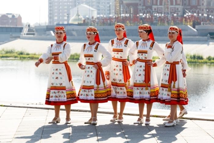 Национальная одежда финно-угорского народа марийцев./Фото: filmariel.ru