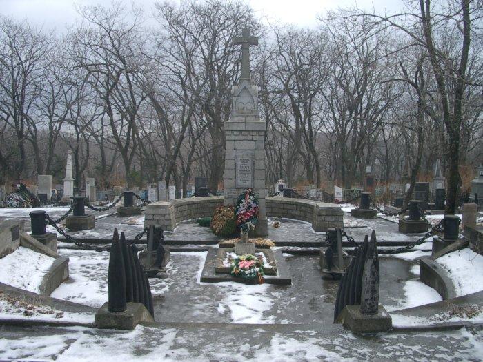 Захоронение нижних чинов крейсера «Варяг» на Морском кладбище Владивостока./Фото: upload.wikimedia.org