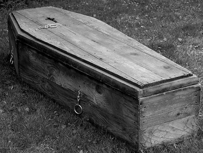Народы коми считали, что  полезно сидеть там, где стоял гроб. /Фото: proza.ru