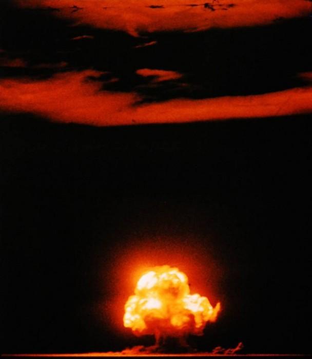 Испытание «Тринити» — взрыв первой атомной бомбы «Штучка» (англ. Gadget) на полигоне Аламогордо. /Фото: tomshw.it