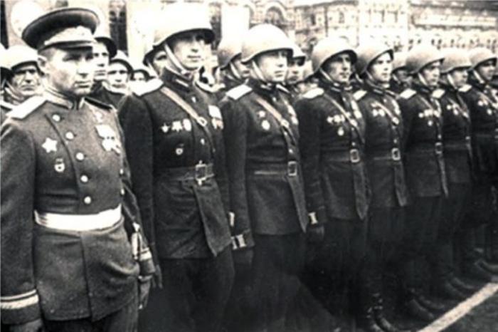 Командир сводного полка 2-го Украинского фронта гвардии генерал-майор Маргелов, Парад Победы 1945 года./Фото: stalingrad.vpravda.ru