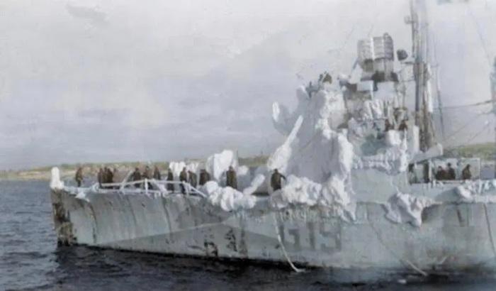 В конвоях участвовало более 1400 торговых судов, поставивших по ленд-лизу военные грузы в СССР./Фото: thesun.co.uk