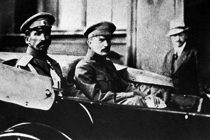 Генерал Лавр Корнилов и лидер партии эсеров Борис Савинков, 1917 г./Фото: cdn.rbth.com