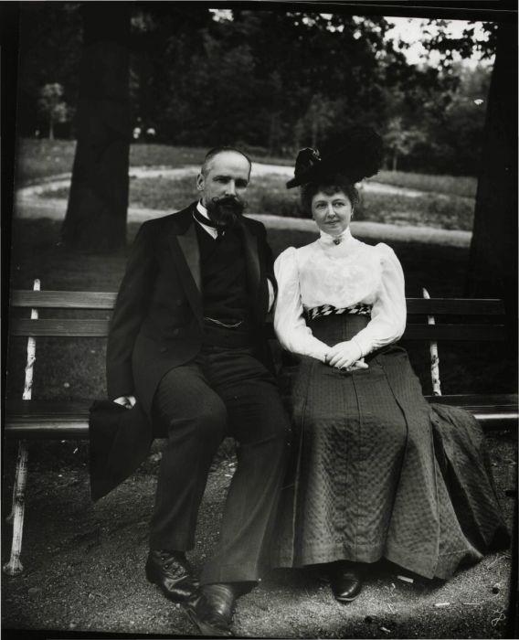 Столыпин с женой Ольгой Борисовной в парке Елагина острова. Петербург, 1906 г./Фото: opentextnn.ru